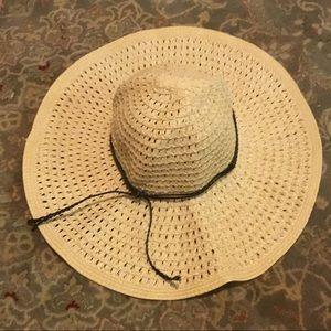 Classic beach sunhat from express